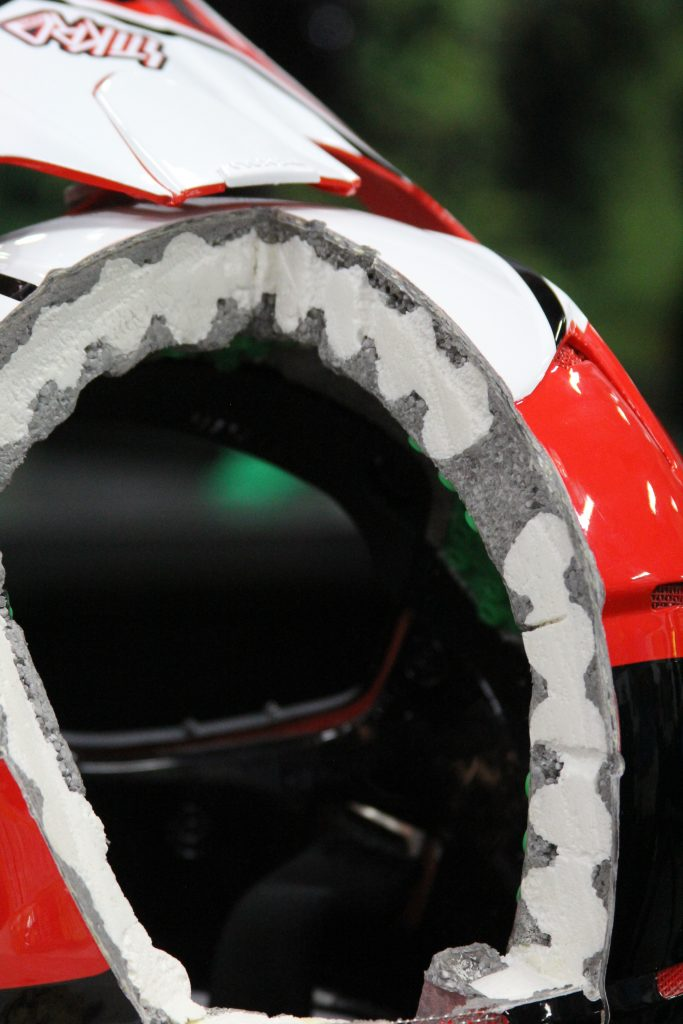 THE INTERNAL CORE OF THEIR FULLFACE HELMET DOES NOT SKIMP ON SAFETY.