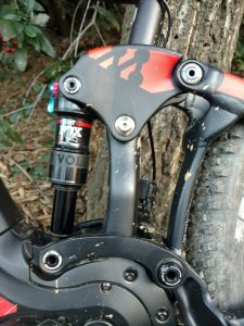 GIANT MAESTRO REAR SUSPENSION WITH 140mm OF TRAVEL.